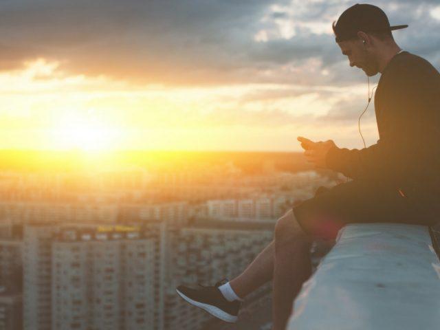 Cappellini snapback: la scelta ideale per le aziende cool e giovani