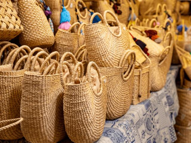 Vita da spiaggia: la comodità di sacche e borse in juta