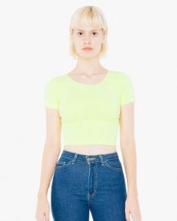 T-shirt aderente taglio corto sopra la vita