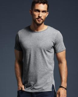 T-shirt lunga e slanciata