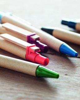 Penna in carta riciclata PLA di mais e clip in legno