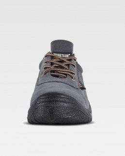 Scarpa scamosciata perforata con lacci